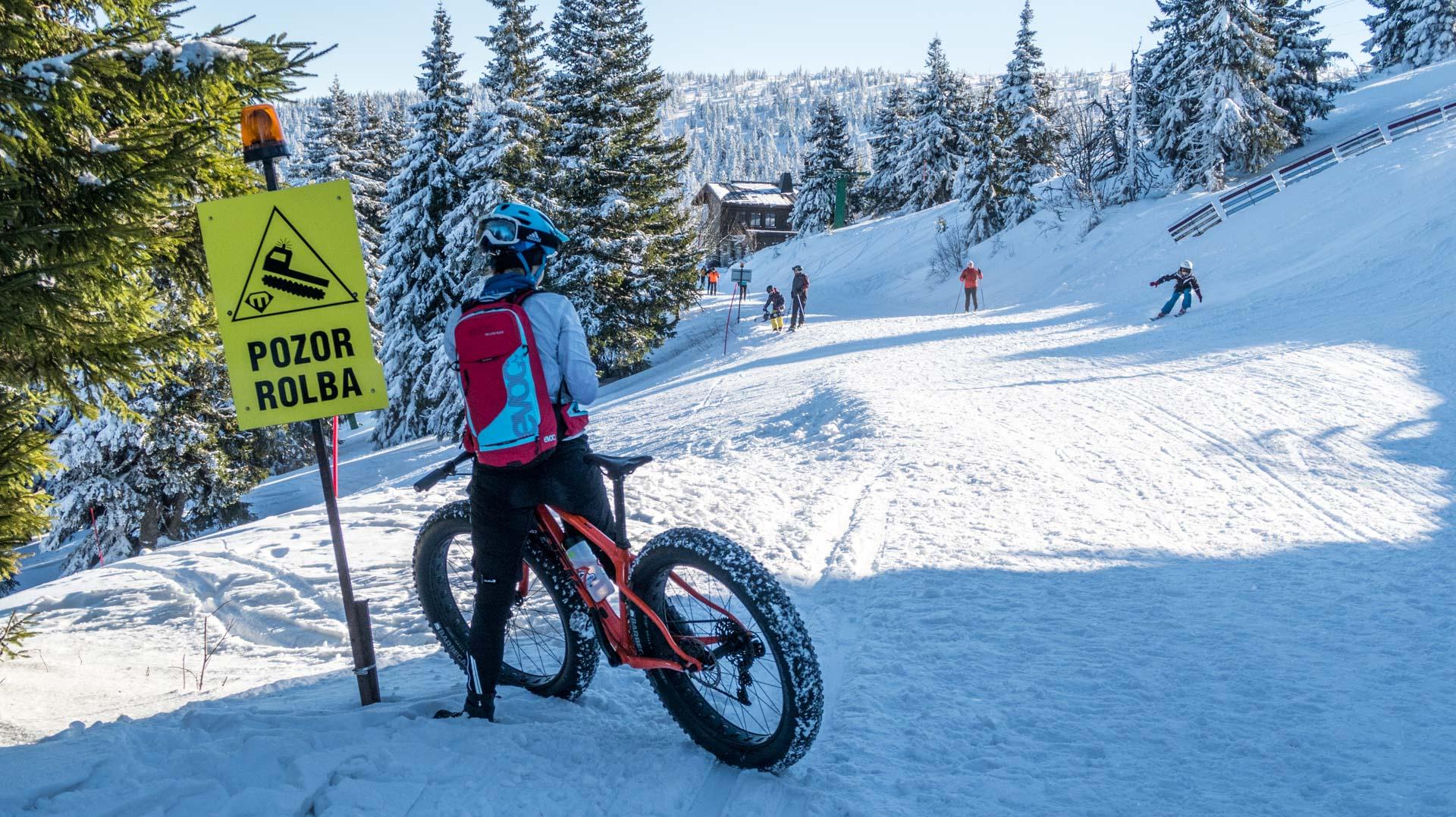 Zimowa jazda na rowerze czy nartach?