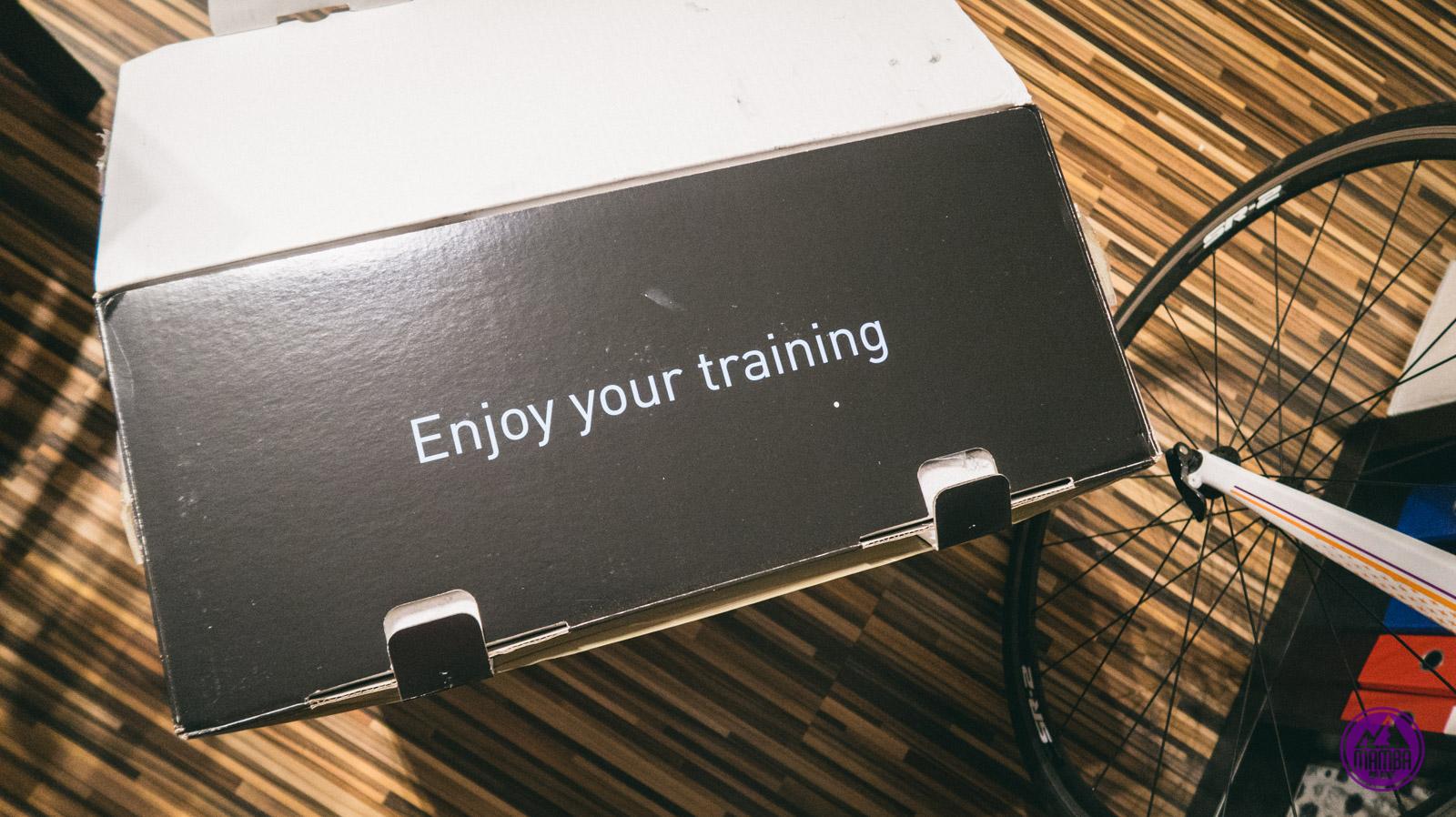 Hasło na opakowaniu trenażera - enjoy your training.