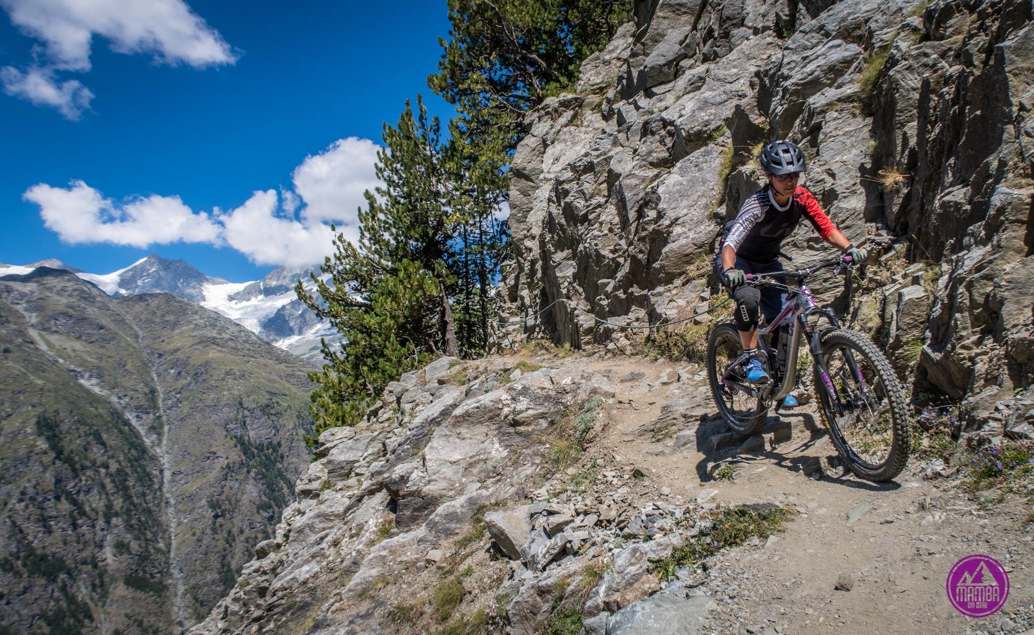Heli biking Zermatt - eksponowana ścieżka rowerowa