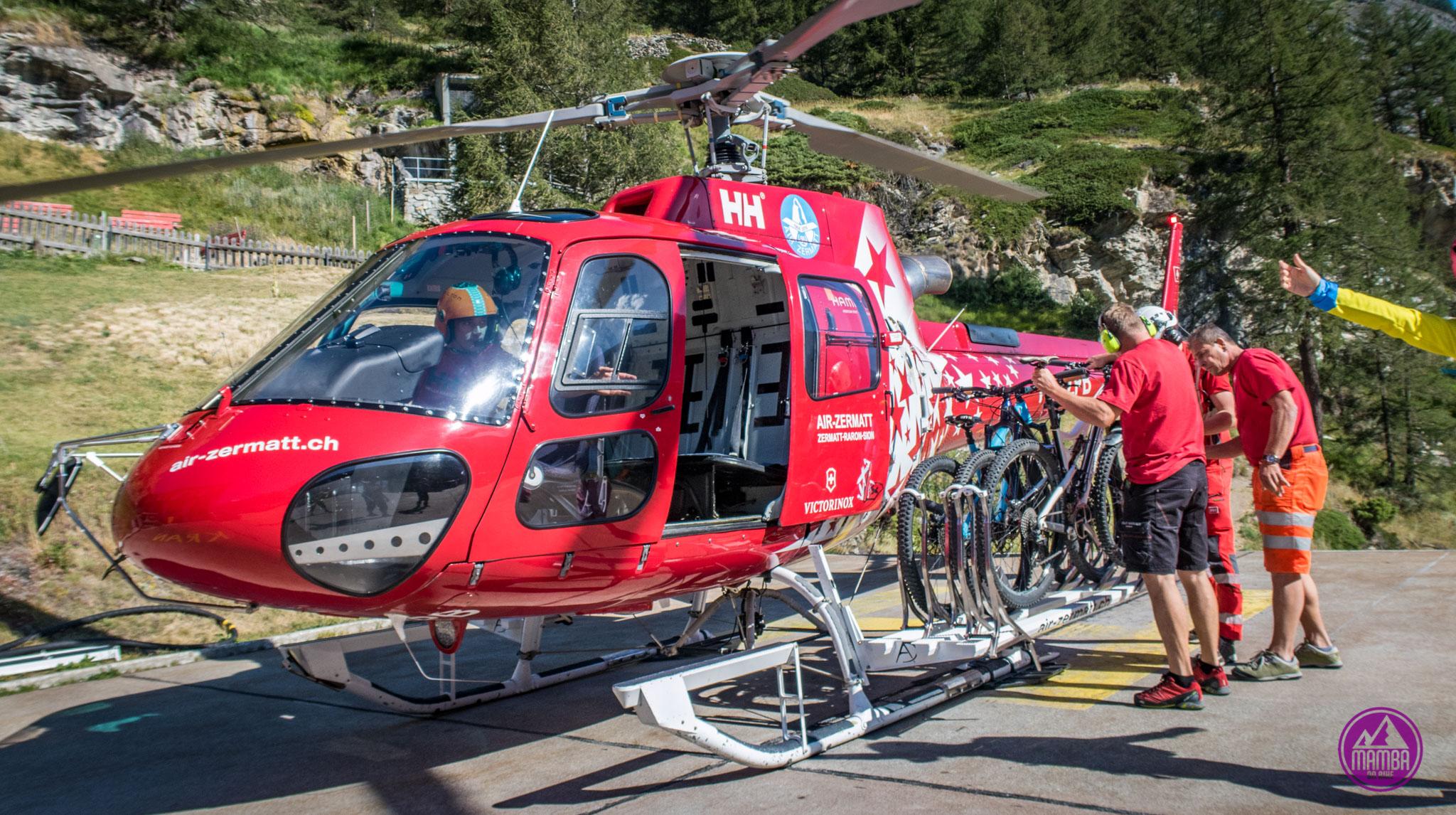 Heli biking - rowery zamontowane na helikopterze.