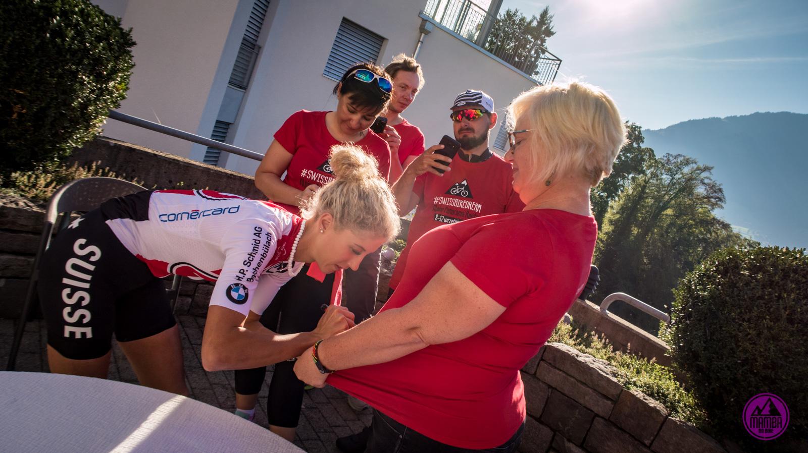 Szwajcaria - Jolanda Neff rozdaje autografy