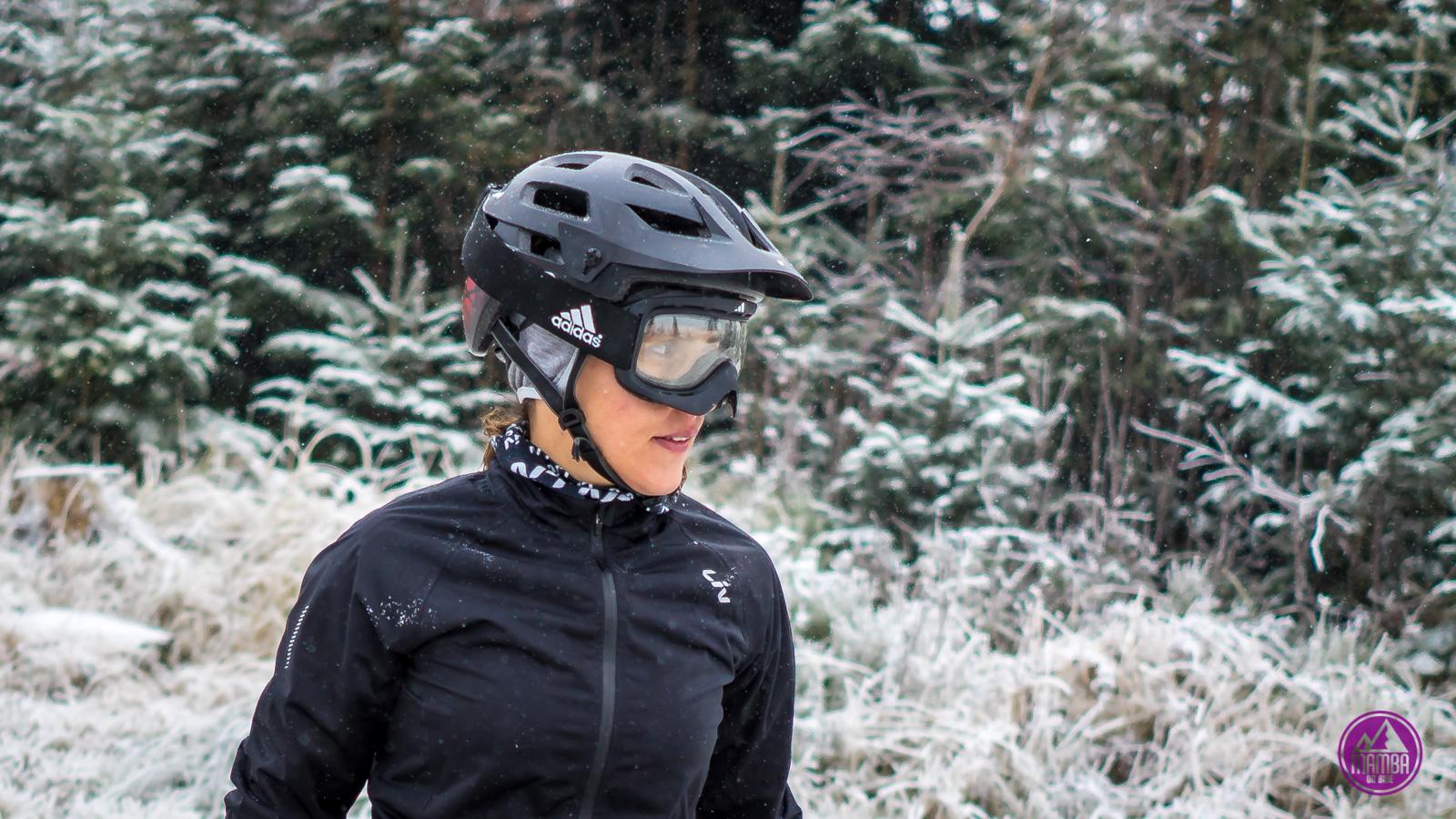 Zimowe gogle na rower.