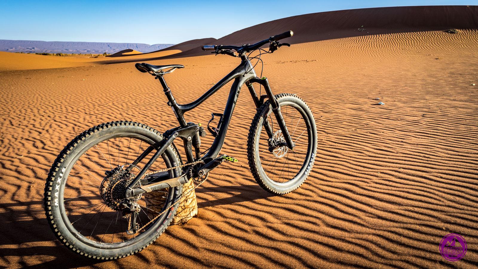 rower na pustyni