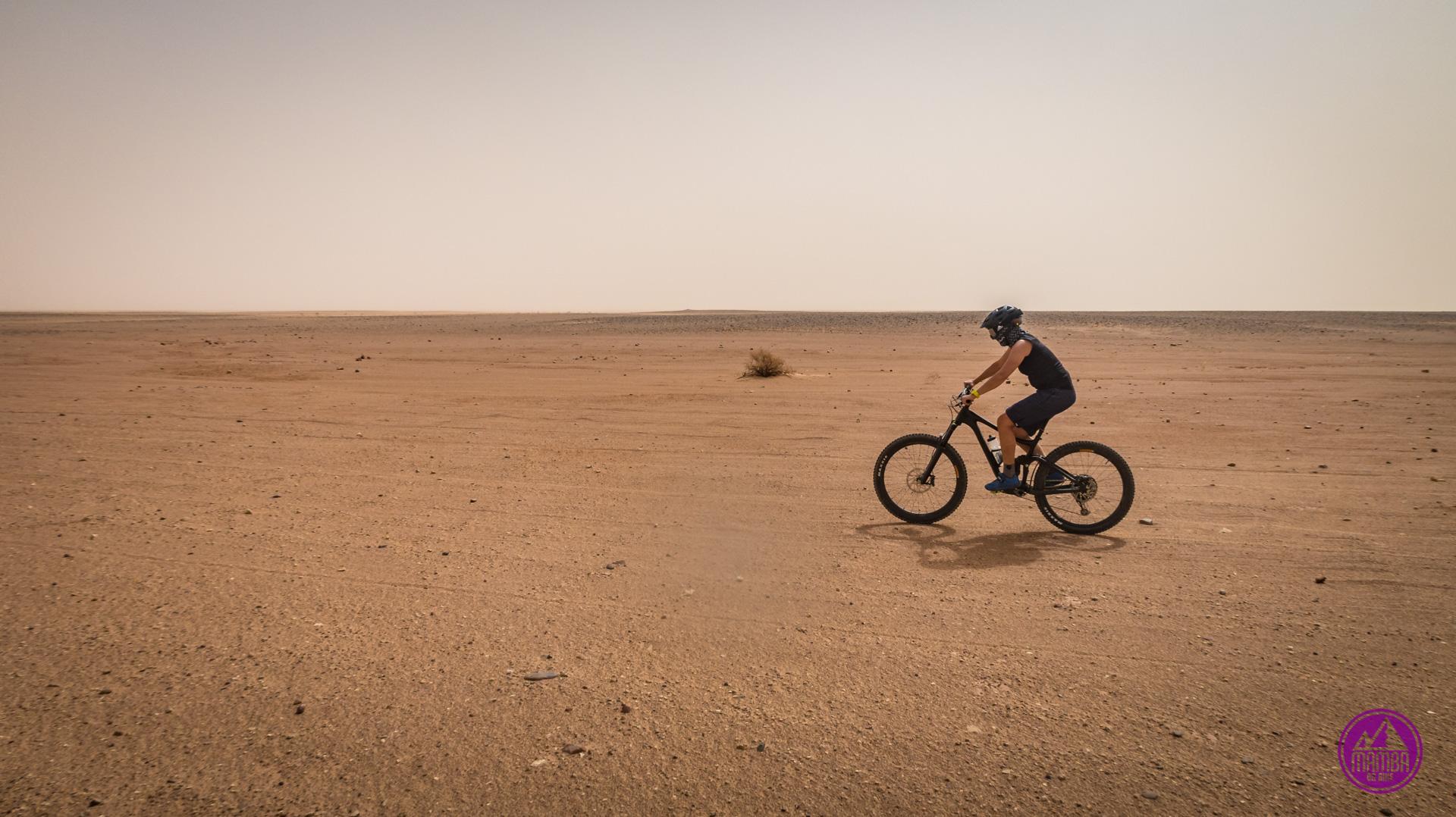 Niebo zasłoniete pisakiem - burza piaskowa