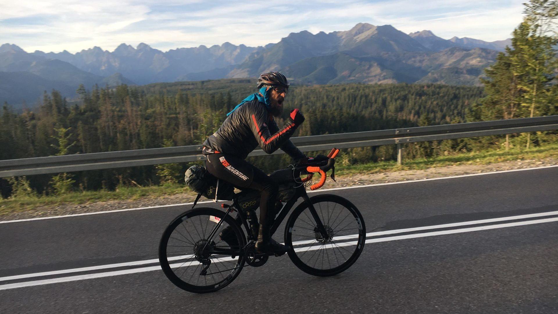 Szymon Sapeta na rowerze