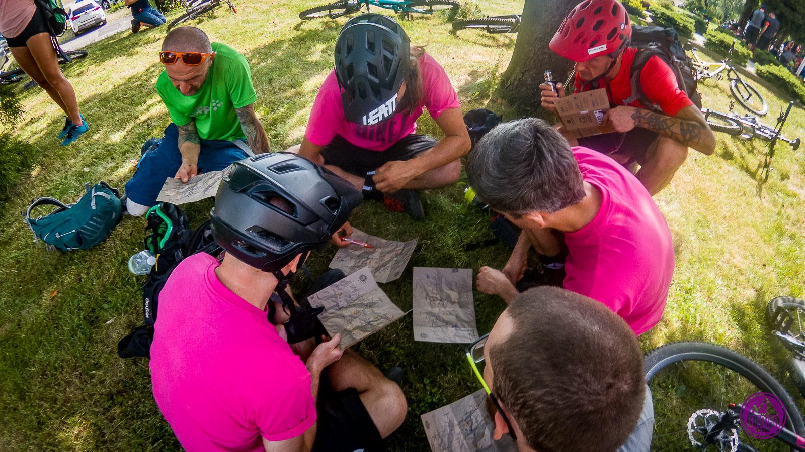 Bravo Bike czytają mapę