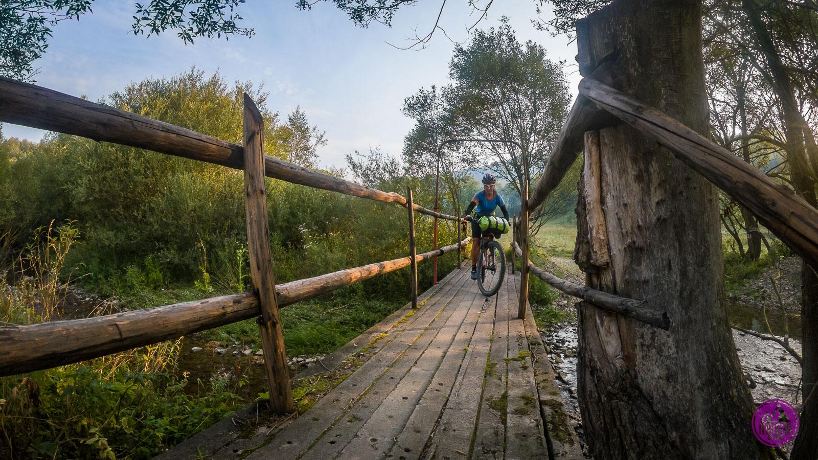 Przejazd przez mostek