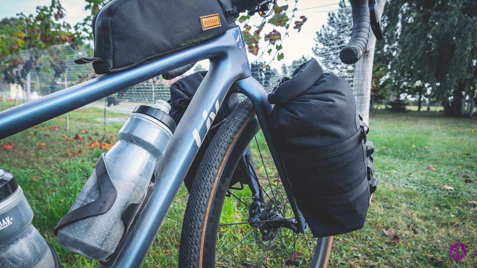 Torby bikepackingowe montowane na widelcu